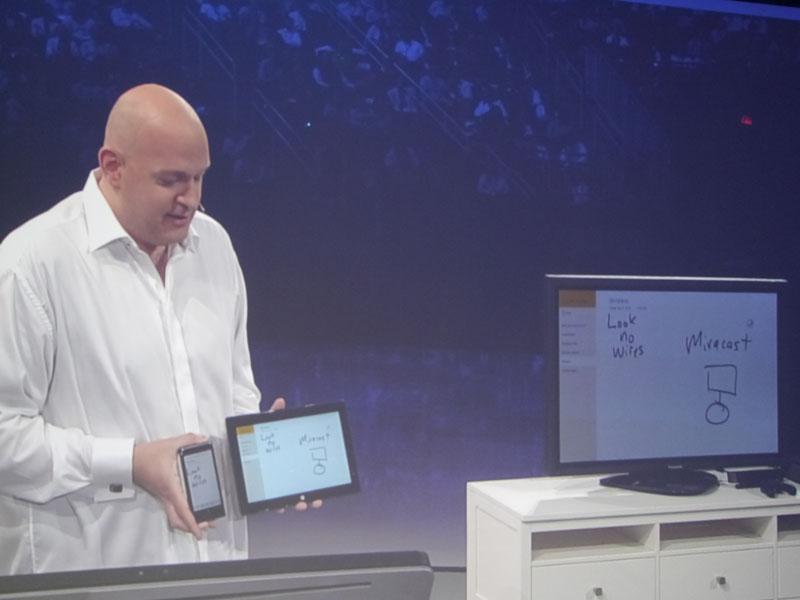 レラー氏のパートでは初公開となるMiraCastをデモ。スマートフォン、タブレット、大型ディスプレイで同じ表示がリアルタイムに行なえる