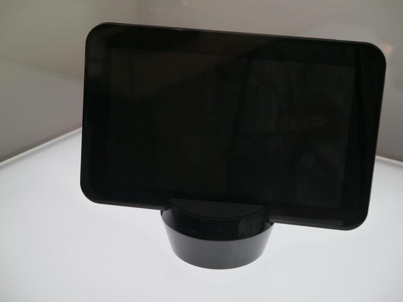 SURROUND。4角に配したサラウンドスピーカーが特徴のタブレット端末
