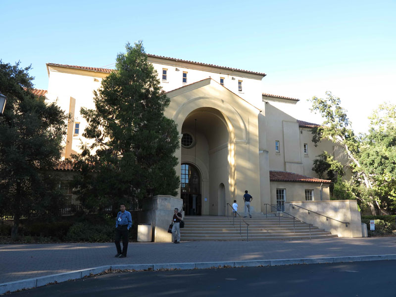Hot Chipsの会場となったスタンフォード大学のStanford Memorial Auditorium