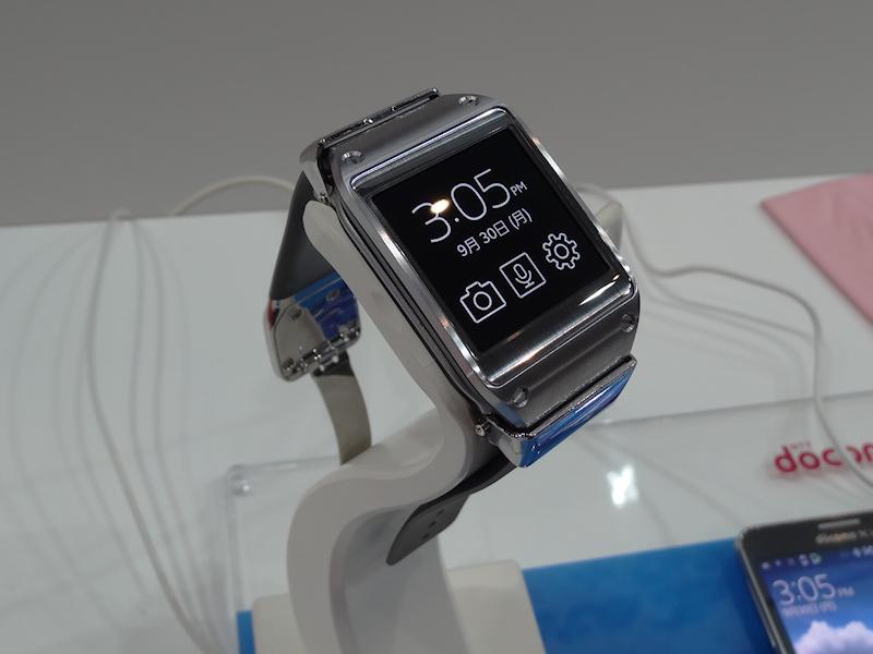 Bluetoothで連携して、ハンズフリーで通話などができる「GALAXY Gear」