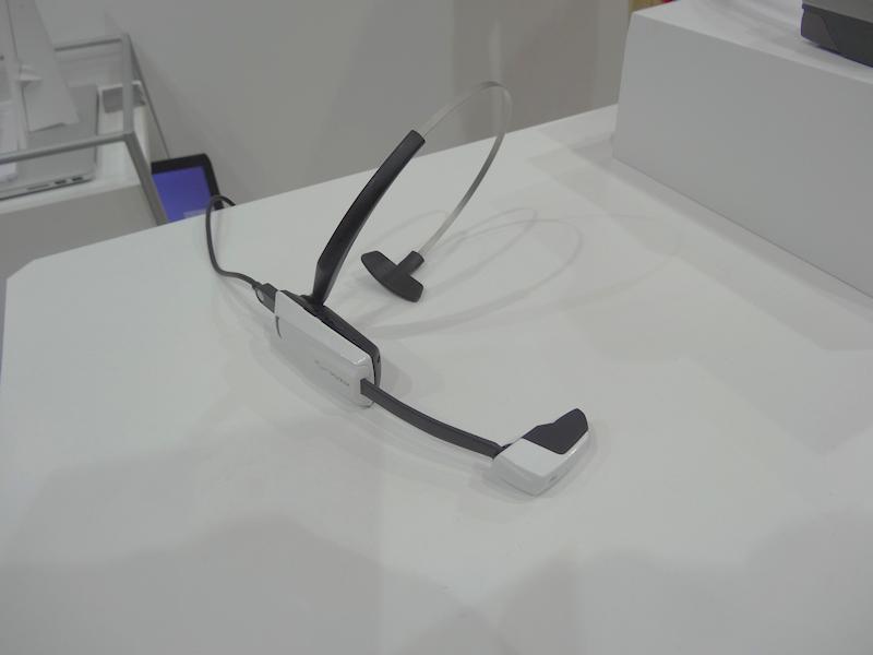 こちらは単眼式ヘッドマウントディスプレイでVuzixの既製品