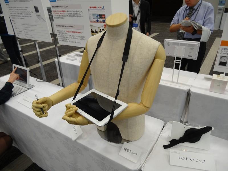 法人向けのタブレットアクセサリとして販売されるショルダーストラップ