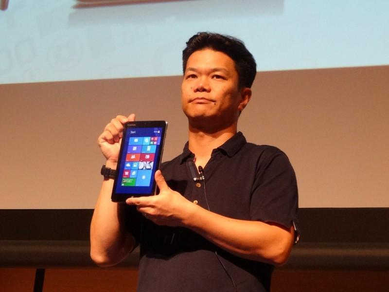 国内未発表のMiix 2 8を紹介する櫛田氏