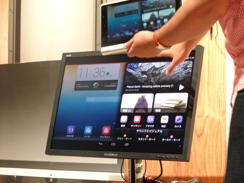 Miracastにも対応しており大画面TVへ映し出すことも可能。また画面右側に出ているような履歴を表示する独自UIも提供される