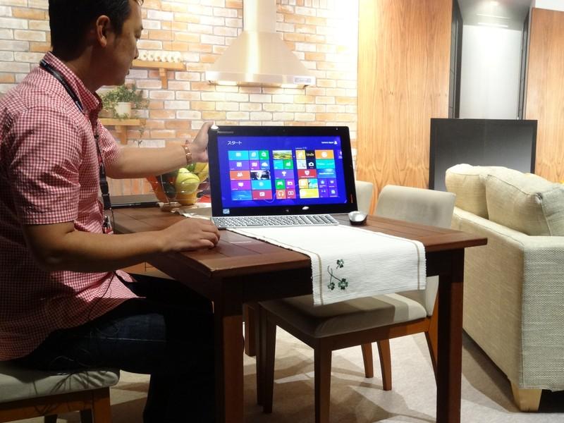 付属のキーボードとマウスで、一般的な液晶一体型PCのようにも利用可能
