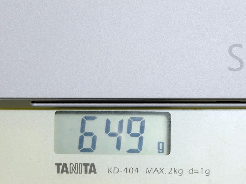 重量。実測で649g(本体のみ)