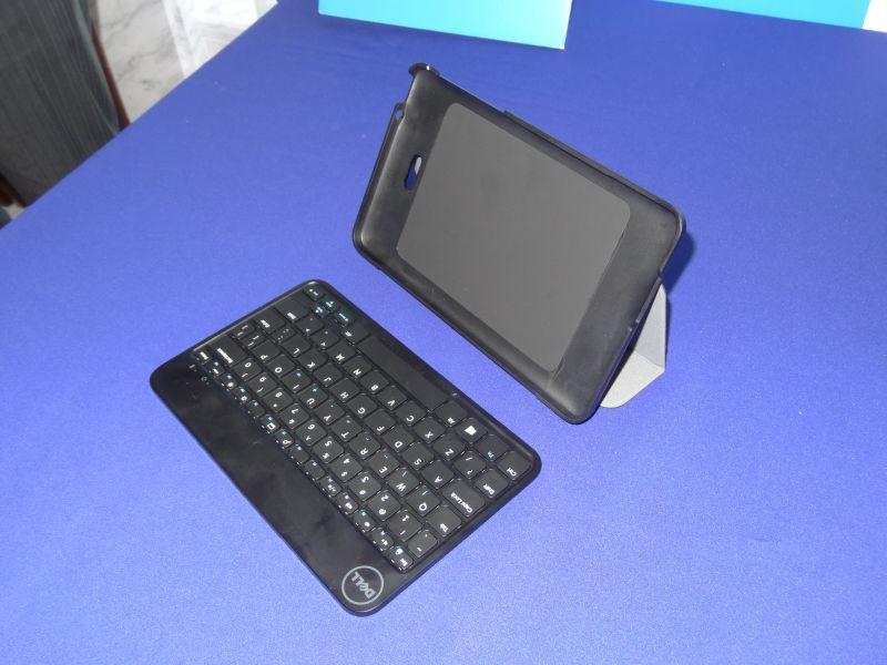 Bluetooth接続のワイヤレスキーボード。製品版では日本語配列となる