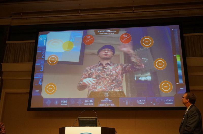 株式会社しくみデザイン代表取締役の中村俊介氏が知覚コンピューティング対応ソフトウェアのKAGURAをデモ