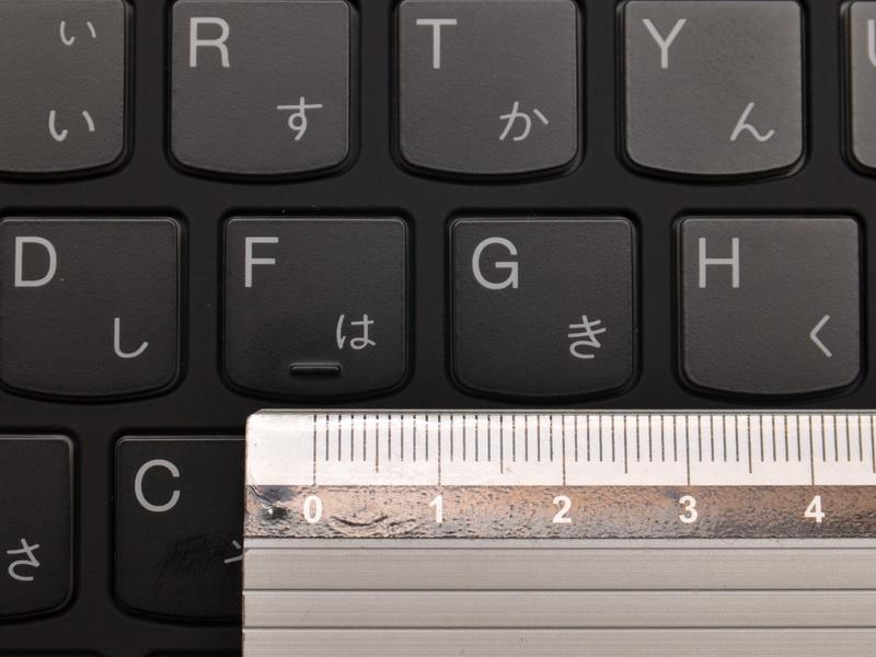 主要キーのキーピッチは約18.5mmと十分にゆったりしている。ストロークは浅いが、しっかりしたクリック感で打鍵感は優れる
