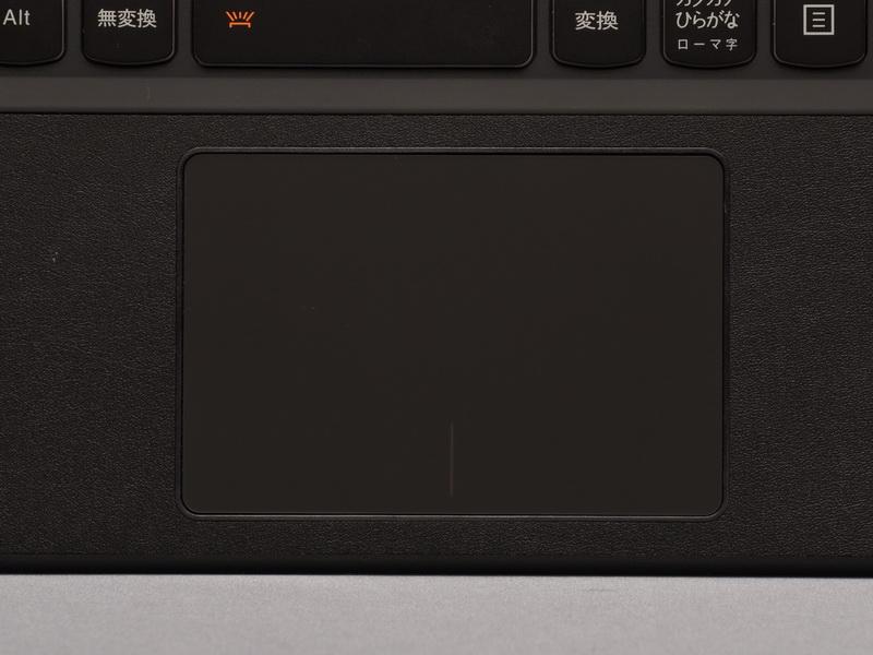 クリックボタン一体型のタッチパッドを採用。仕様や使い勝手は従来モデルとほぼ同じだ