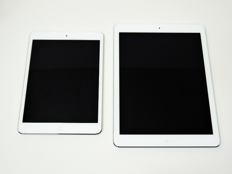 iPad Air(右)との比較。デザインは同一で、まさに兄弟製品といっていい