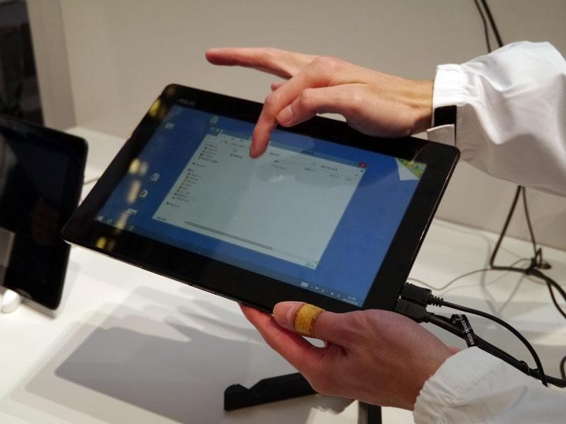 PCとタブレットが同じ操作で利用できる「互換性(PC同様の操作性)」のデモストレーション