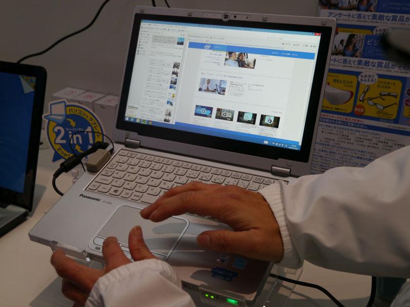タブレットモードで収集した情報をパソコンモードで管理する「1台2役の使い分け」のデモストレーション