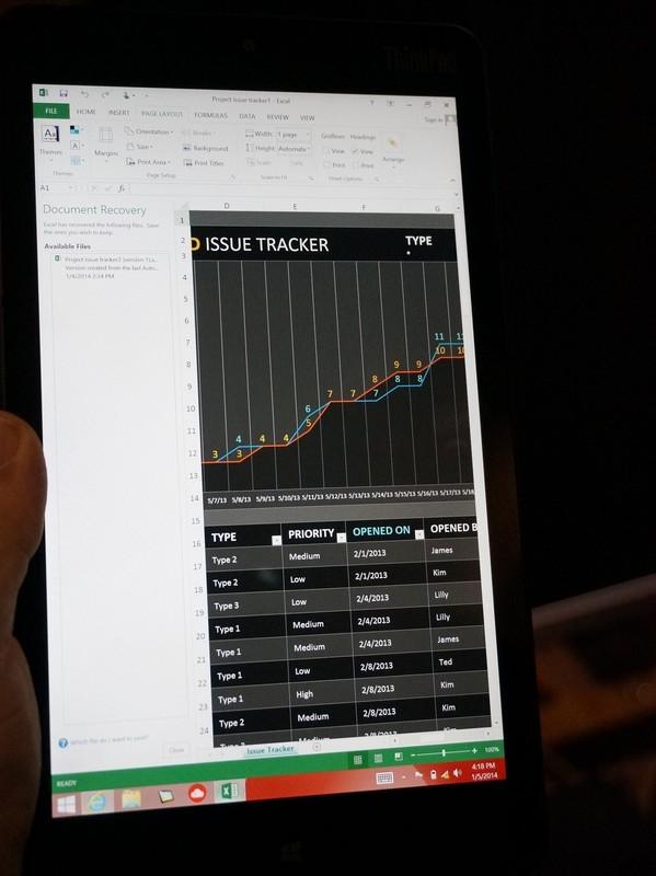 Excelを表示しているところ。高精細になっているため、多くの情報を表示できる
