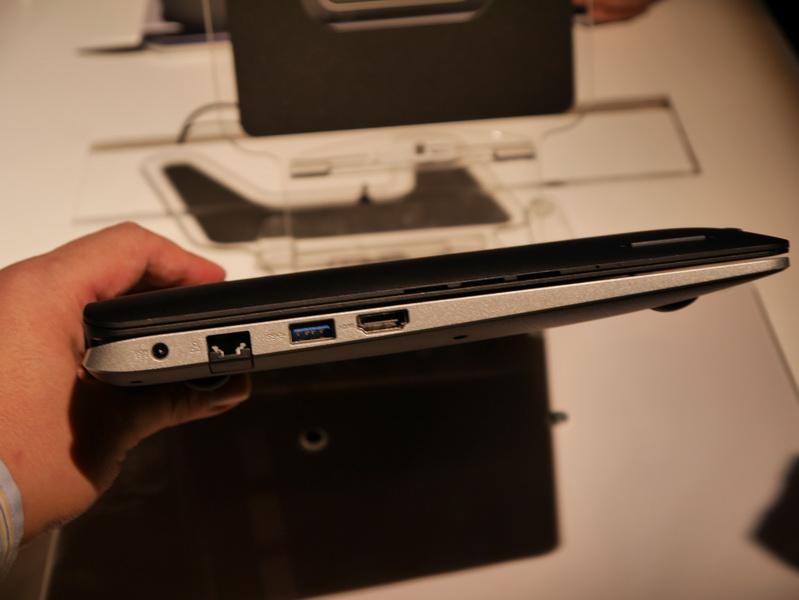 キーボード部左側面には、有線LAN、USB 3.0、HDMIの各ポートを備える