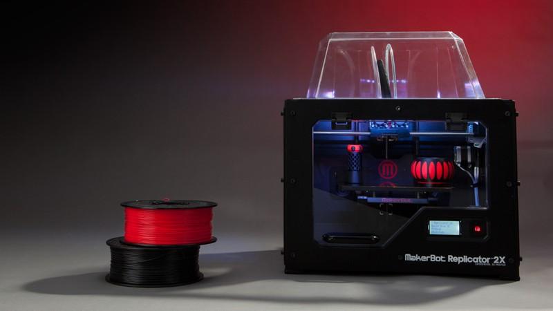 熱溶解積層方式を採用したMakerBotのパーソナル3Dプリンタ「Replicator 2X」