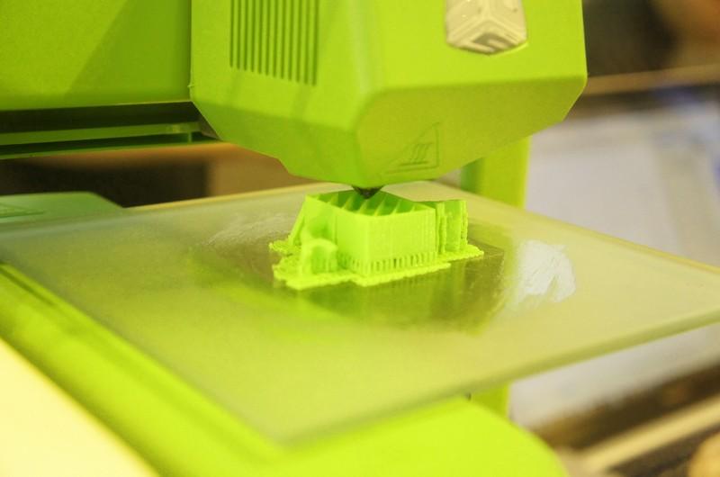 Cubeはシングルヘッド構成なので、サポート専用材料は利用できない