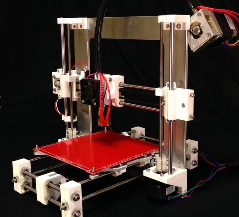 「atom 3Dプリンター」はプラットフォーム部分が剥き出しになっている