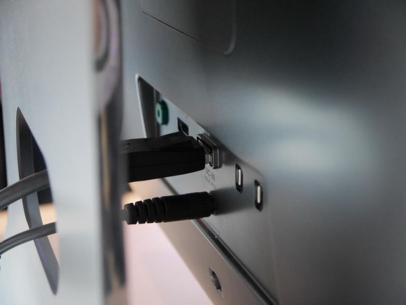 入力端子は、HDMI、DisplayPort、Thunderboltを備えるようだ