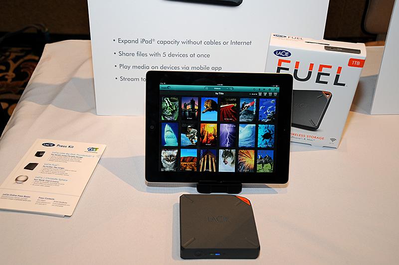 「LaCiee Culbuto」。ワイヤレスドライブで最大5個のデバイスを接続可能