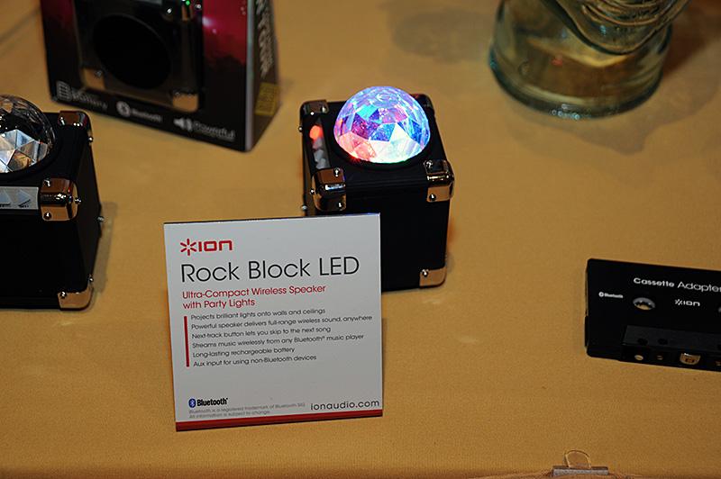 パーティライトの付いたコンパクトなBluetoothスピーカー「Rock Block LED」