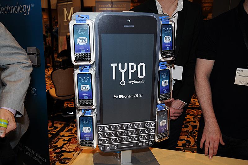 QWERTYキーボード付きのiPhone 5/5s用ケースの「TYPO」。