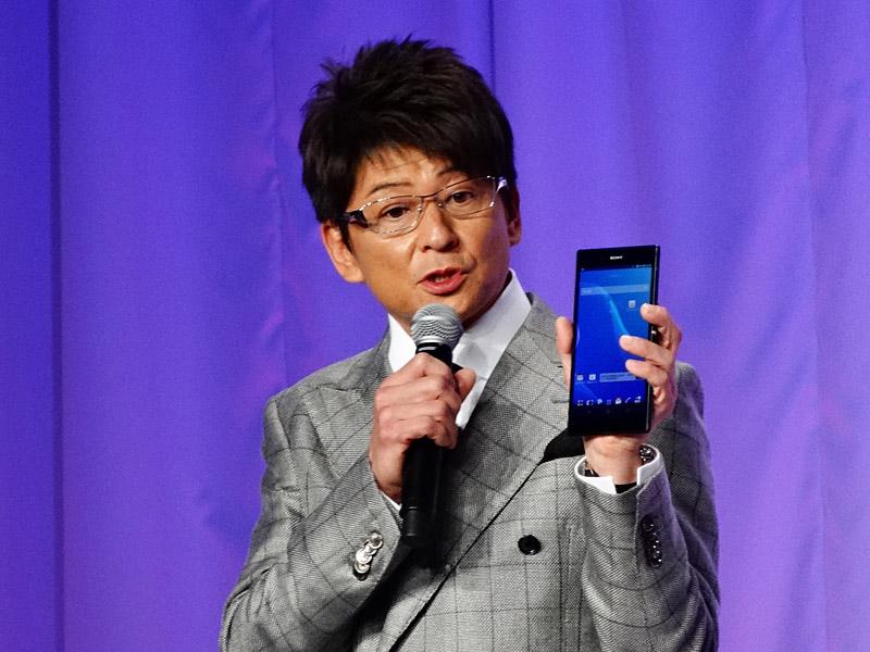 Xperia Z Ultraの大画面のアピールする哀川翔さん
