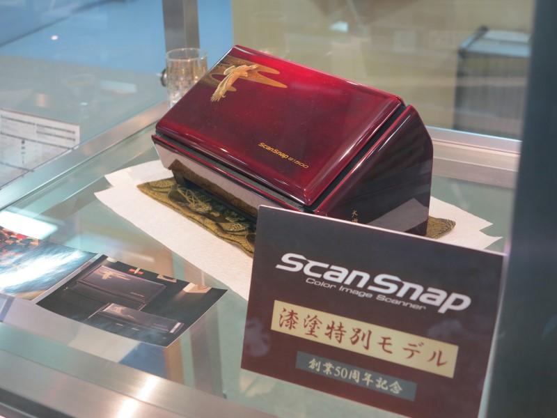同社の創業50周年を記念して作られたScanSnap S1500の漆塗特別モデル
