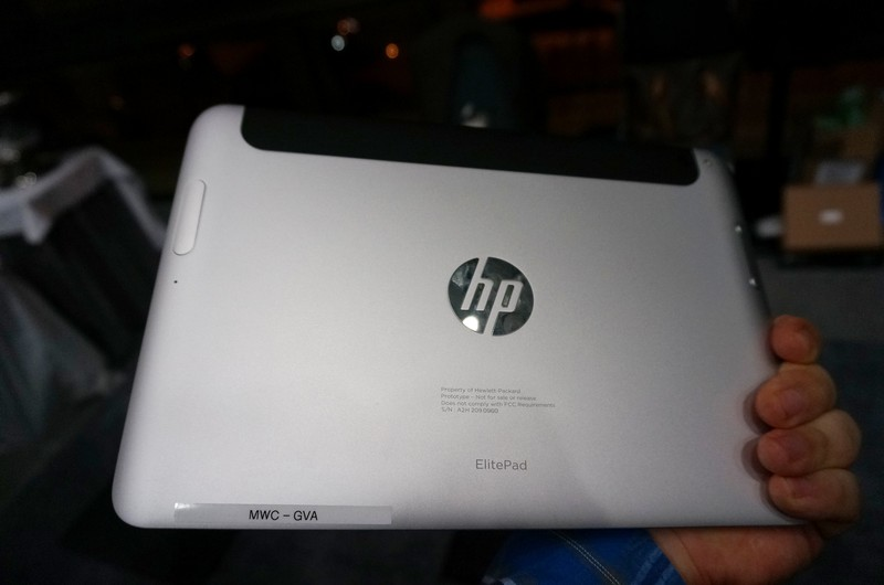 Atom Z3700シリーズ(Bay Trail-T)を採用した10型Windowsタブレット「HP ElitePad 1000 G2」の裏面
