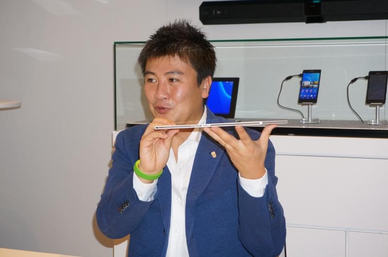 薄さ6.4mm、重さ約439gと従来製品よりもさらに薄型軽量が実現されたXperia Tablet Z2