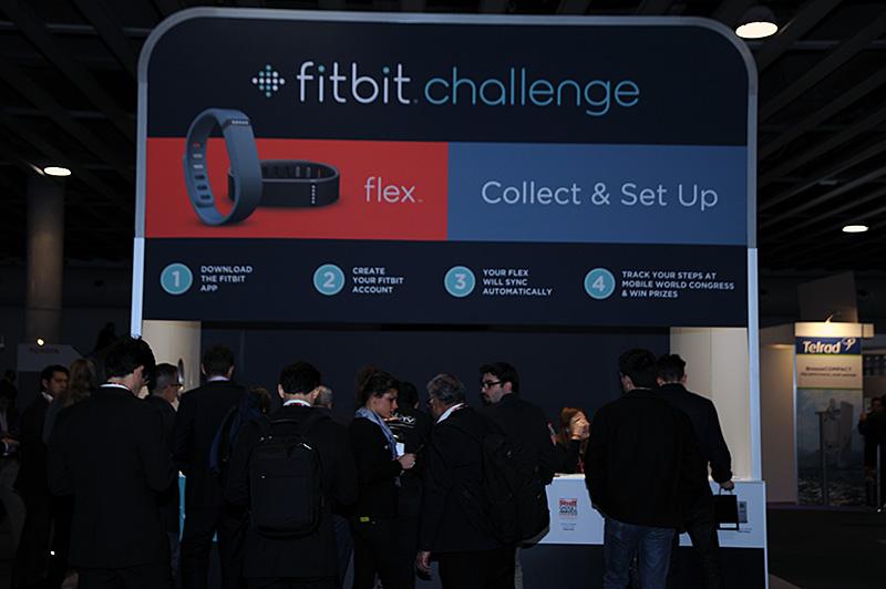 Mobile World Congressの会場で行なわれたFitbit Challenge。希望者には、通常99ユーロのFitbit Flexが59ユーロで割り引き販売された