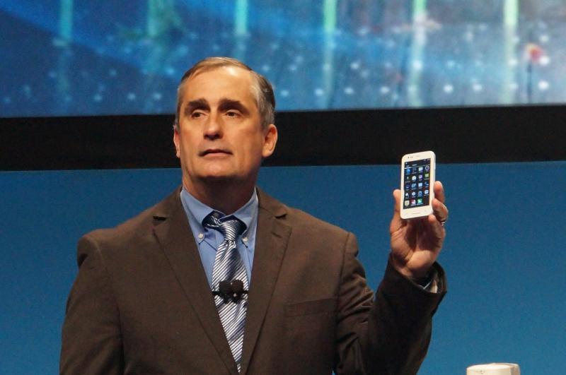 SoFIAを搭載したスマートフォンをデモするクルザニッチ氏