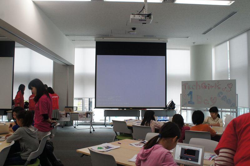 「Tech Girls 1Day CAMP」は、渋谷に複数あるサイバーエージェントの建物の1つで開催された。部屋は広く机もゆったりと配置されていた