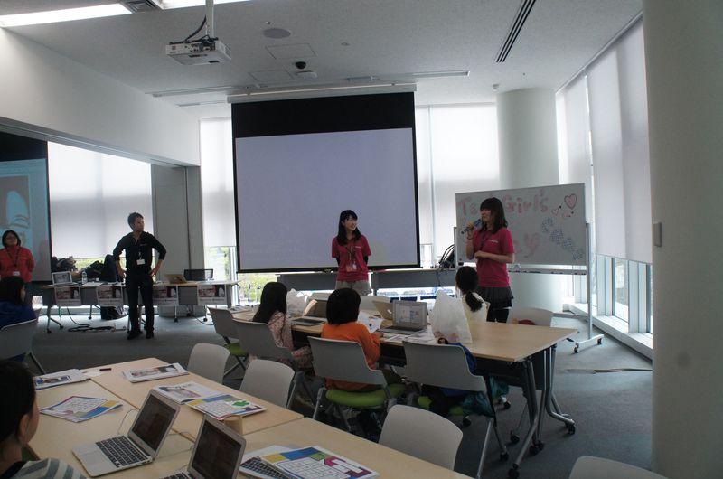 まずは講師やメンターの方々の自己紹介からスタート。津田塾大学女性研究所支援センターのスタッフ、津田塾大学の院生、CA Tech Kidsのスタッフが講師とメンターを務めている