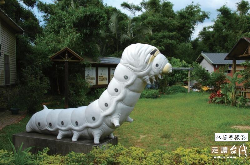 """こんな大きな蚕の像が建てられているところもあります。転載元: <a class="""""""" href=""""http://www.walkingtaiwan.org/"""">歩読台湾</a>"""