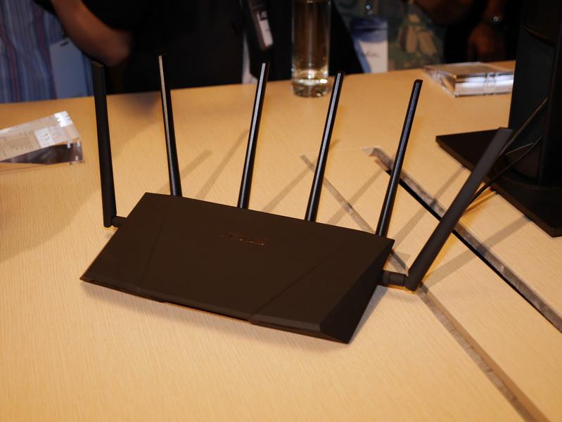 IEEE 802.11ac 6×6 MIMO対応の無線LANルーター「RT-AC3200」