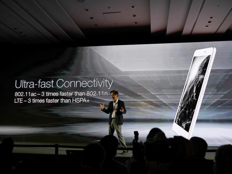 au版同様LTE対応で、下り最大150Mbpsの高速データ通信が可能