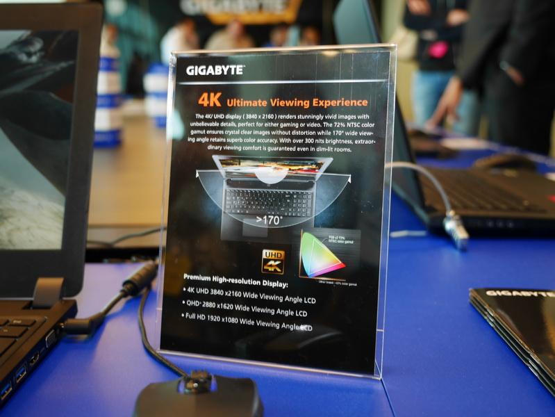 4K液晶は視野角が170度、NTSC比72%の表示色域をサポートし、輝度は300nitsとなる