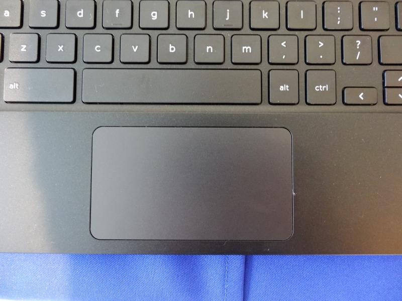タッチパッドはボタン内蔵の一体型タイプとなっている