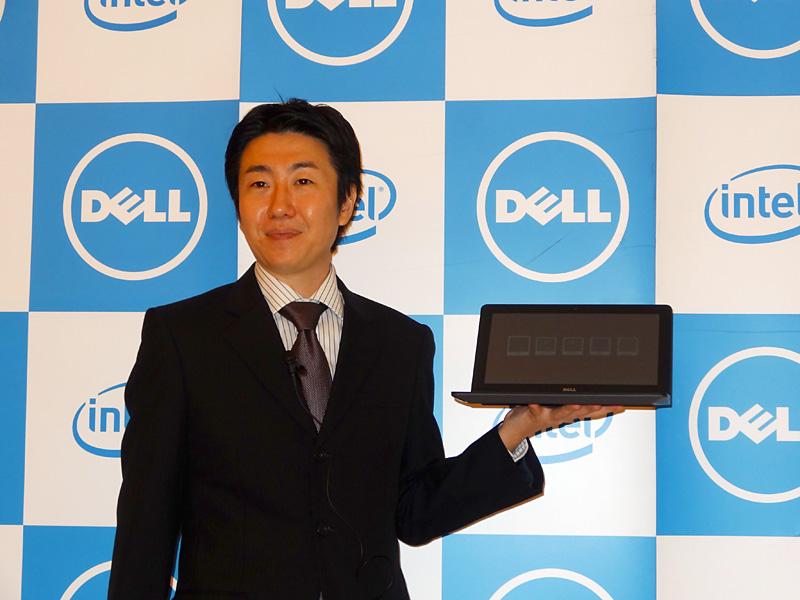 Chromebook 11を手にする秋島氏