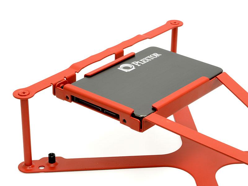 2.5インチシャドウベイ(SSDは別売)