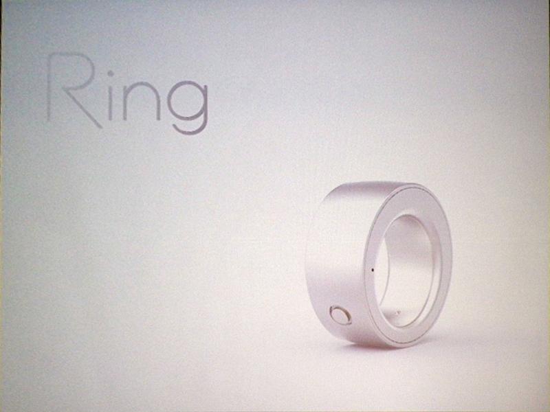 ログバーの「Ring」。指にはめて、ジェスチャでさまざまな操作が可能
