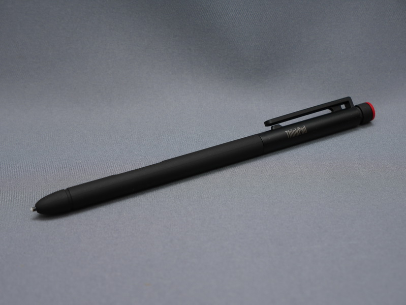 対応モデルでは電磁誘導方式のデジタイザペンが利用可能。1,024段階の筆圧検知に対応し、軽快なペン入力が可能