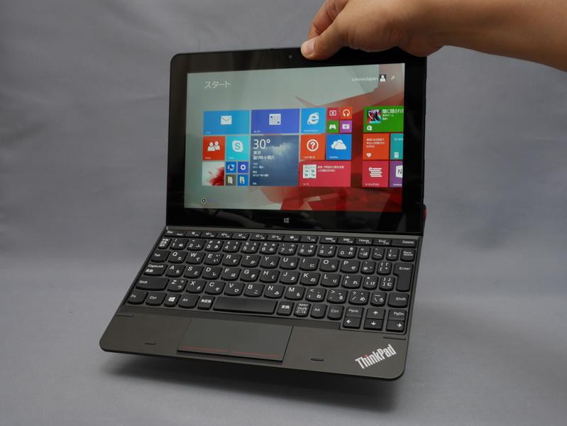 本体を持って持ち上げてもキーボードが落ちないほどしっかり固定される