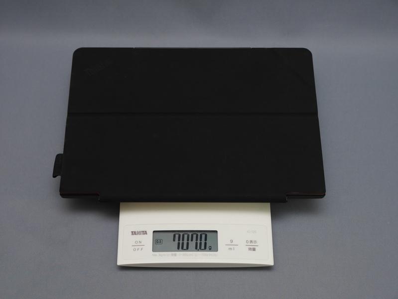 ThinkPad 10にクイックショットカバーを装着した状態での重量は実測で707gだった