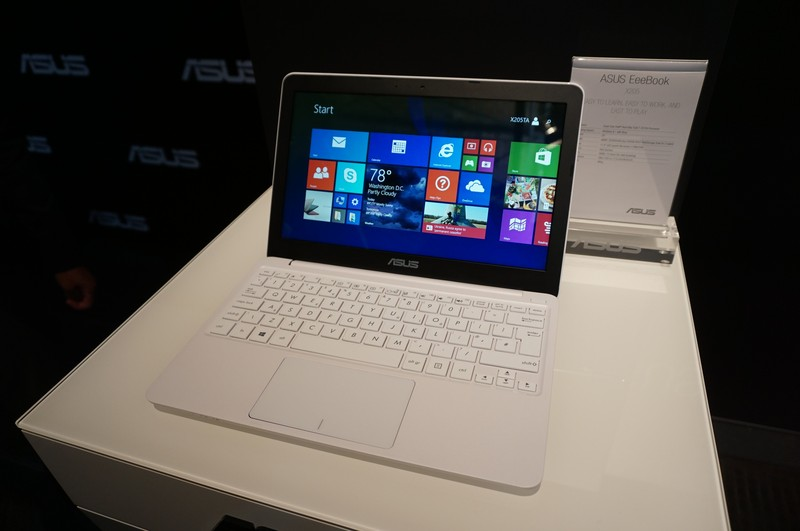EeeBook X205、キーボードは標準的な配列で、タッチには非対応。SoCはBay Trailなので、一般的な用途には十分な性能を備える