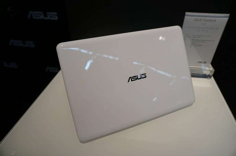 外装のデザインは古き良きEee PCを思い出させる雰囲気