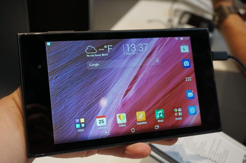 MeMO Pad HD 7は7型でWUXGA液晶を搭載しながら最小構成で269gと軽量さを実現しているのが特徴