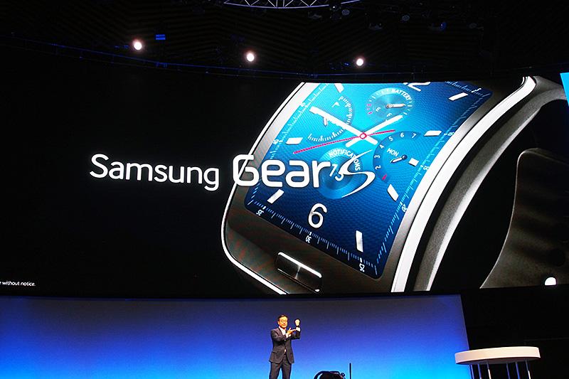 8月28日に製品発表した「Samsung Gear S」。今回あらためて披露した
