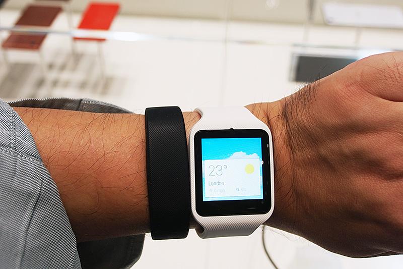 こちらも、Smartband10と大きさを比較してみた